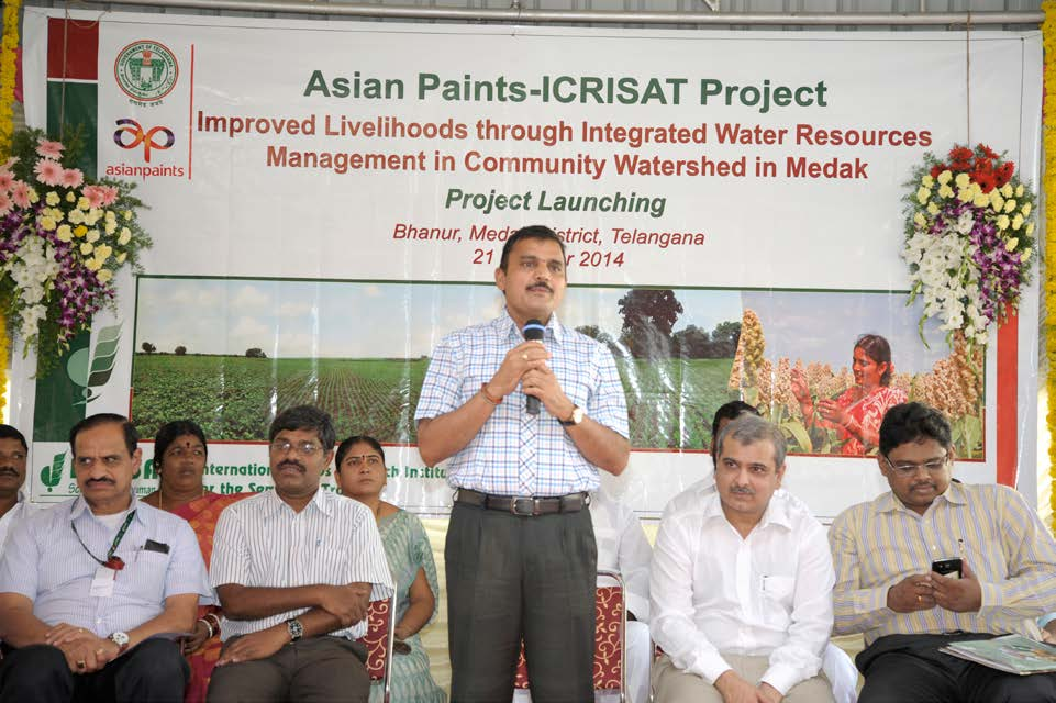 Dr A Sharat addressing the villagers. Also seen are Mr D Venkateswarlu (left) and Mr M Choksi (right).