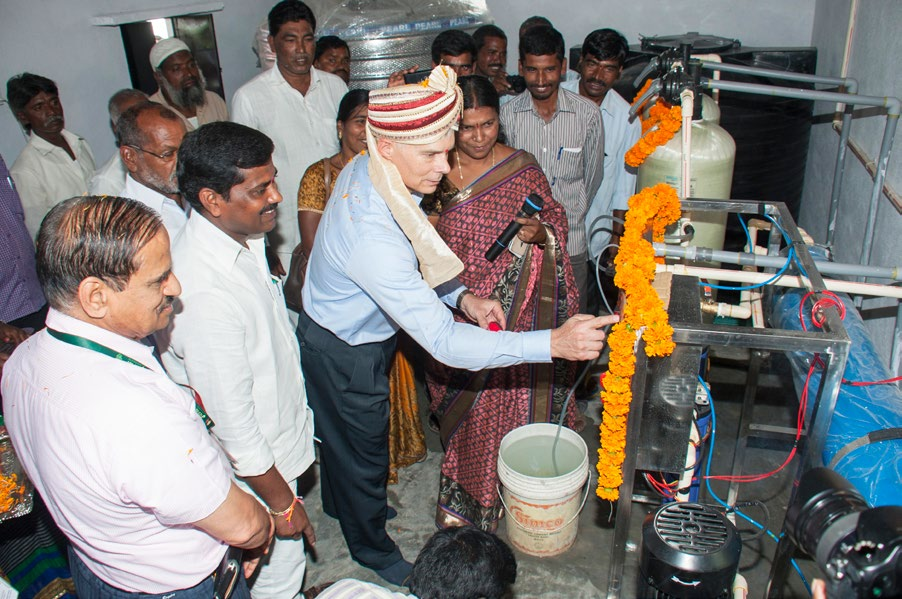 Dr Bergvinson inaugurates the drinking water purification unit. (Photos: PS Rao, ICRISAT)
